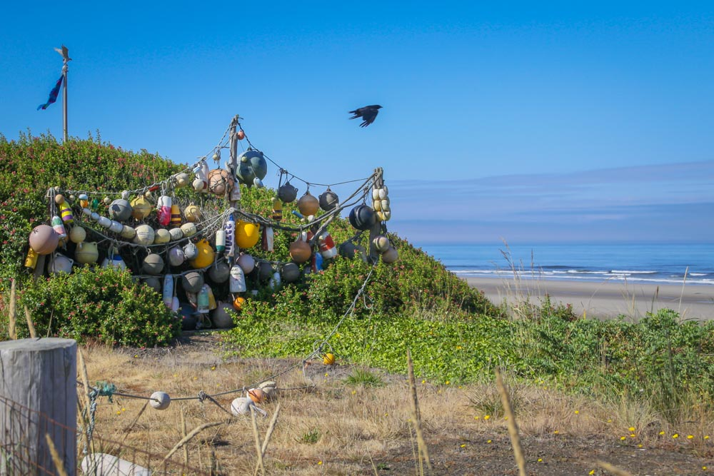 LOBSTER-BOUYS-OREGON-2