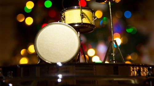 DRUMS-CHRISTMAS-CHRISTMAS-LIGHTS-CHRISMAS-TREE