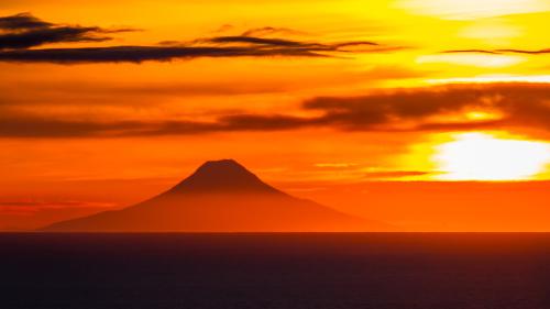 SUNSET-VOLCANO-ALASKA
