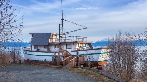 HOUSE-BOAT-ALASKA