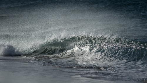 SHOREBREAK-WAVE-CARLSBAD-SAN-DIEGO-CA