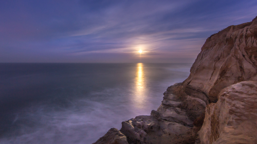 MOONSET-CARLSBAD-NORTH-COUNTY-SAN-DIEGO-CA